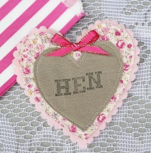 Badge Hessian Hen - thefancyhen.ie